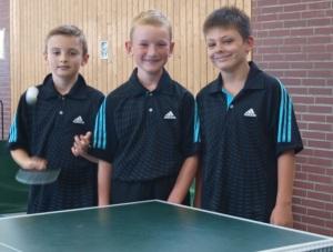 Die Spieler der zweiten B-Schüler-Mannschaft:  von links Florian Seitz, Tyler Berkemeier und Moritz Hoppe